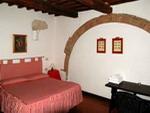 La camera matrimoniale dell'agriturismo Torre, nel podere San Leonardo a Saturnia a 200 m. dalle Terme nella Maremma toscana